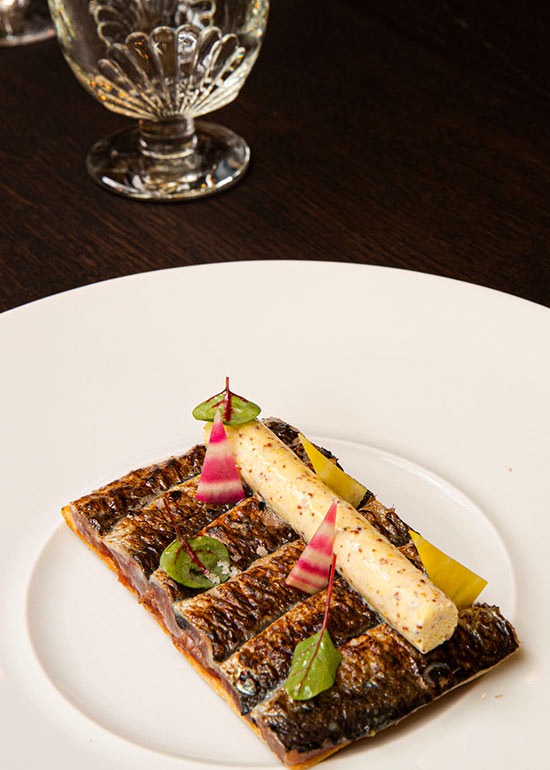 entree-concassee-tomates-fraiches-sardines-grillees-sorbet-moutarde